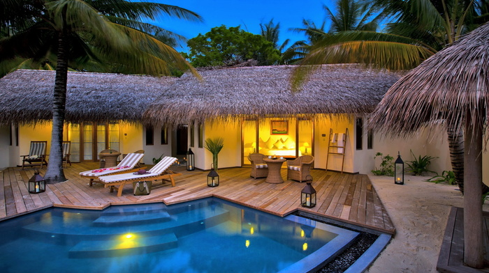 palm trees, candles, swimming pool, lodge