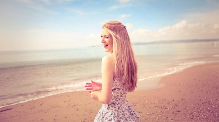 Красивые девушки на море, голая девушка на берегу моря 74