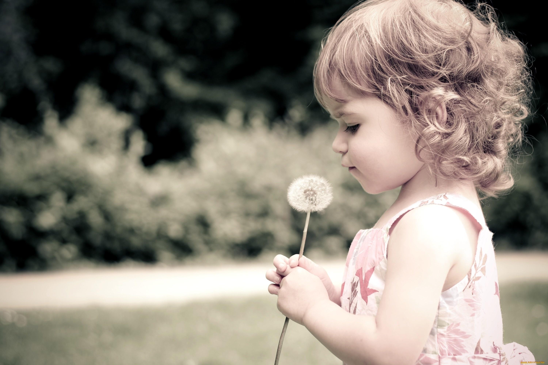 С маленькой девочкой 10 фотография
