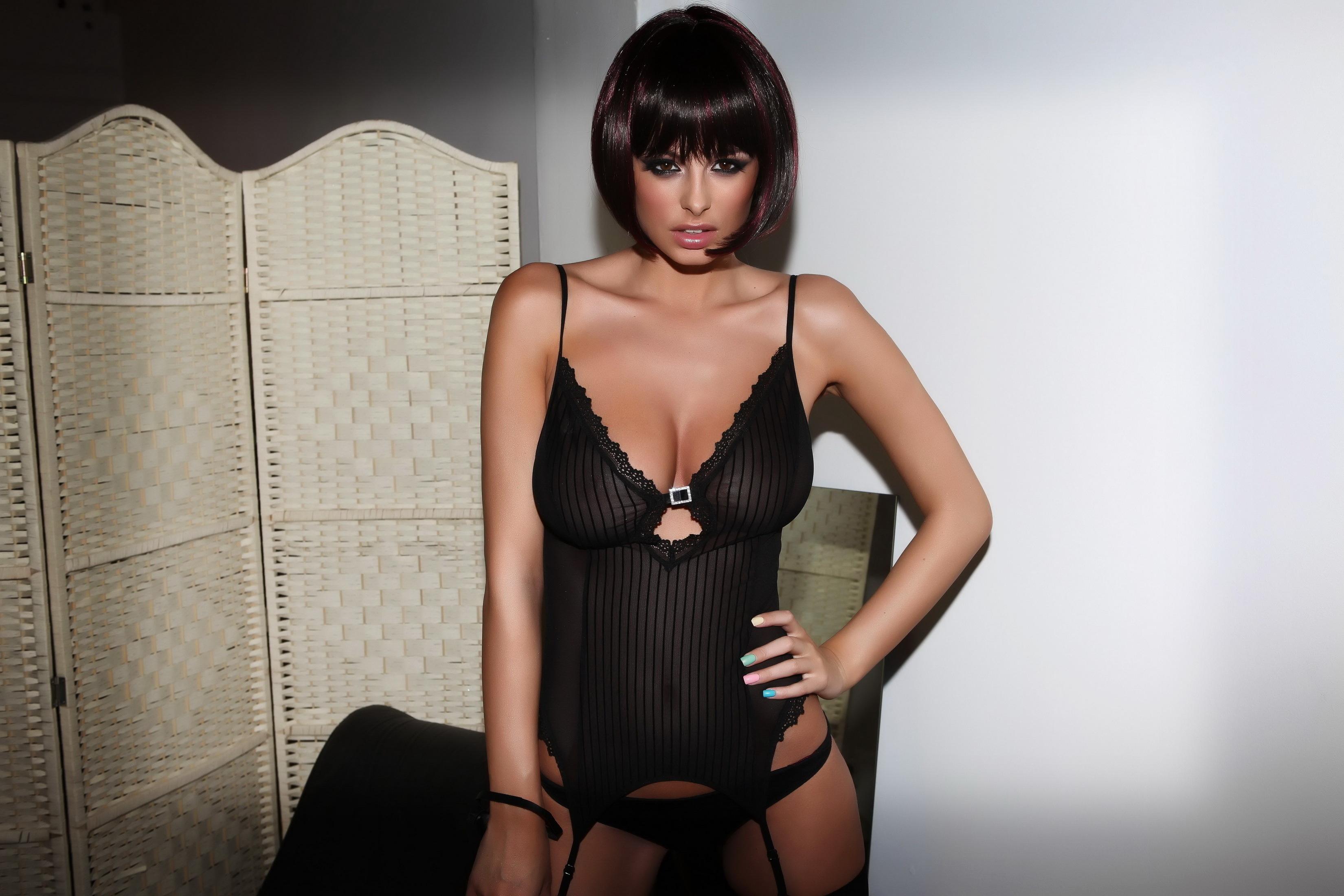 Порно голые женщины с короткой стрижкой