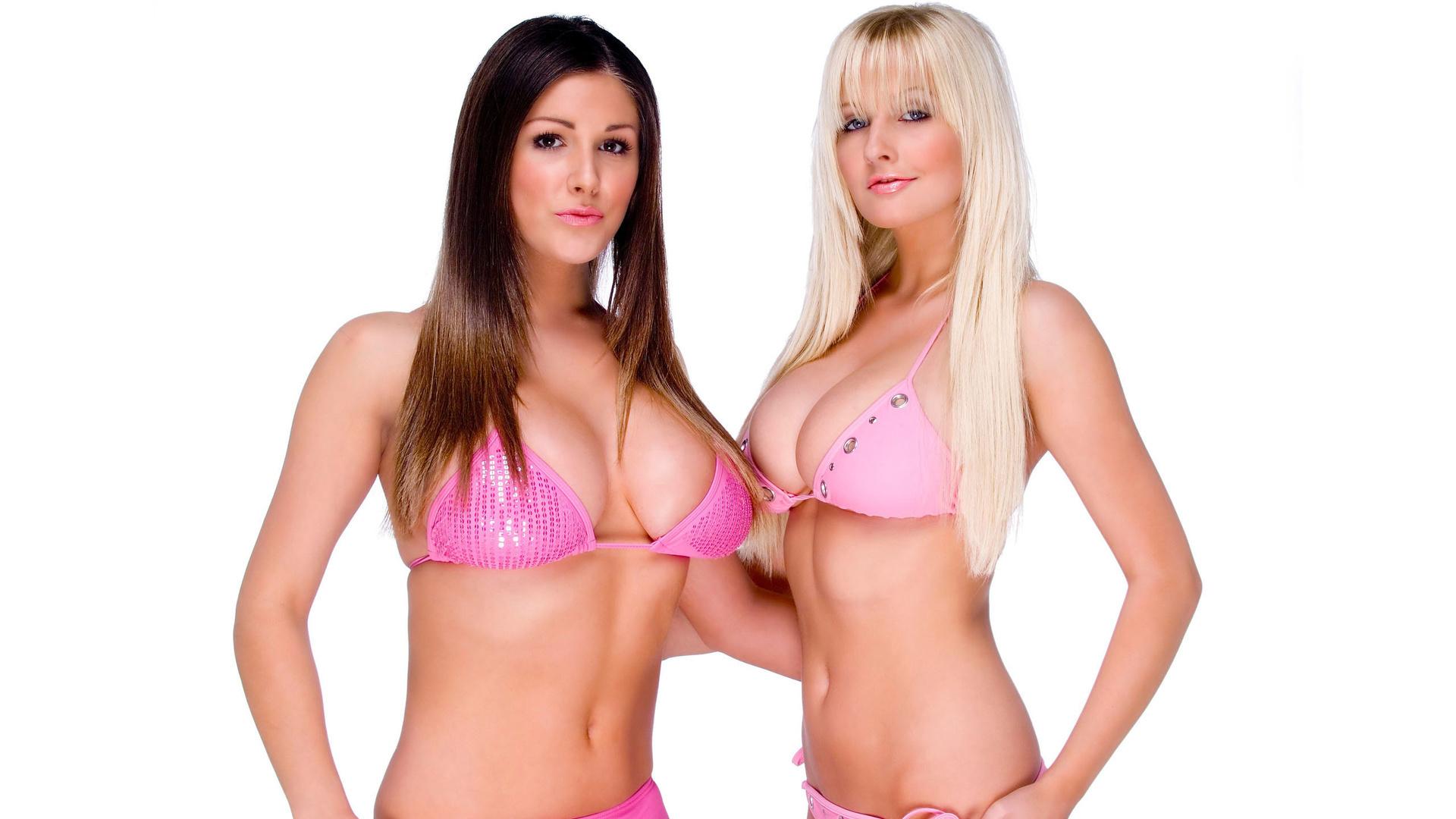 Лесбиянки с большими формами играют онлайн мне