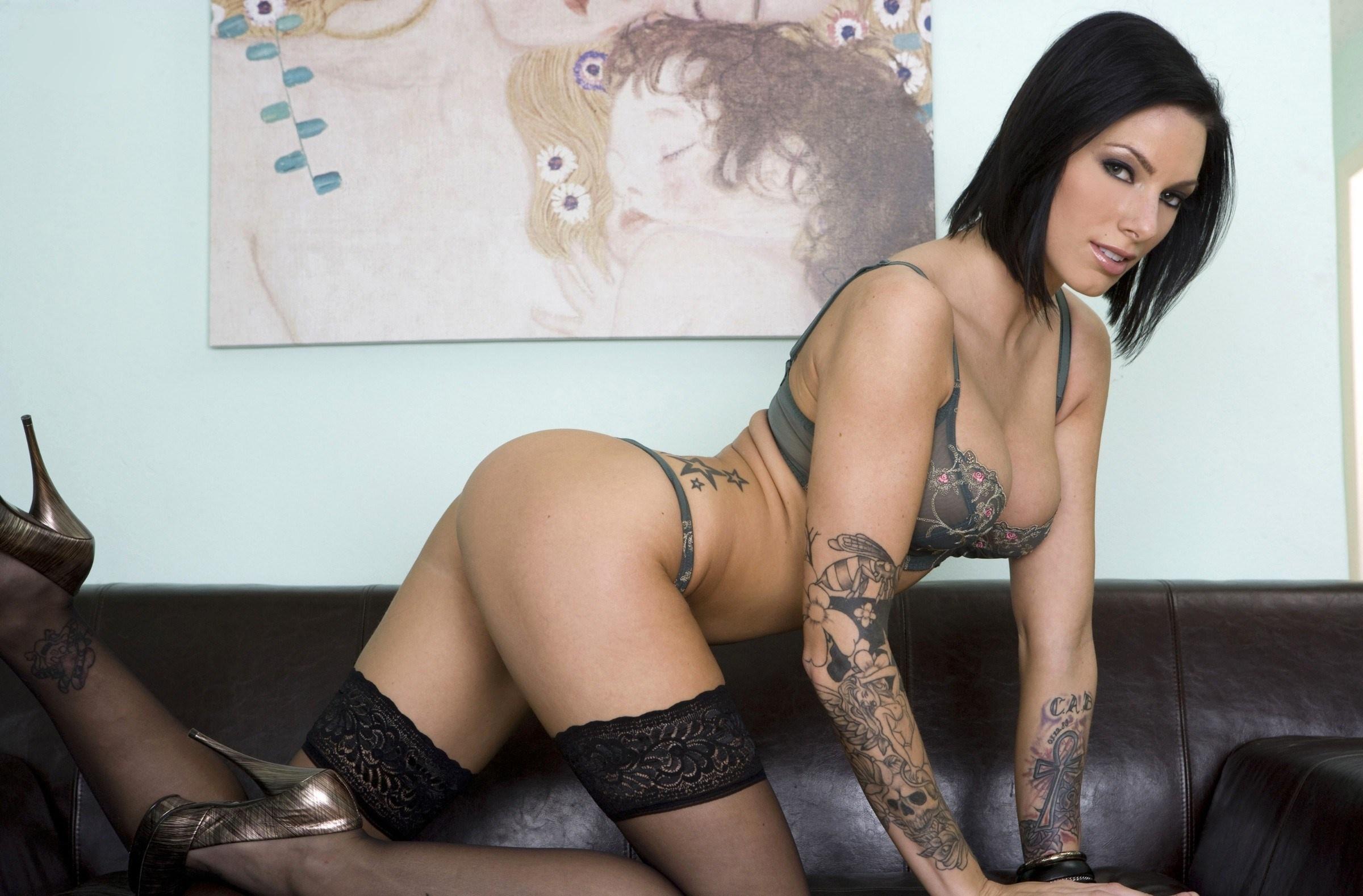 Порно блондинка с татуировкой на левом плече #1