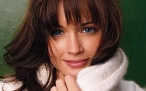 голубые глаза, брюнетка, свитер, лицо, девушка
