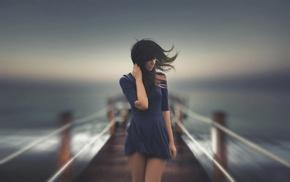 голубое платье, ветер, девушка, брюнетка, девушки на открытом воздухе