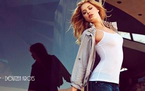 снежные вершины, джинсы, блузки, блондинка